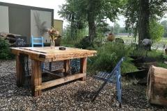 Parádní jsou i dřevěné stoly
