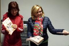 Šéfredaktorka spřízněného Pravý domácí časopis, Petra, s hlavní asistentkou Prďáckýho časáku, Markétou.