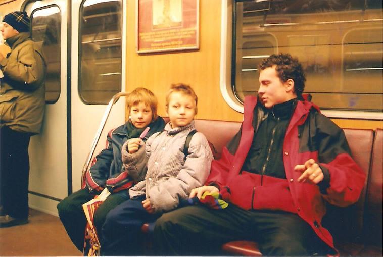 Tomáš se svými synovci Mirkem a Tomášem, které si vzal z dětského domova. Tomášovi bylo v té době 18.