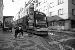 Závod s tramvají 22 na místě, kde Tomáš začínal sbírat sebedůvěru.