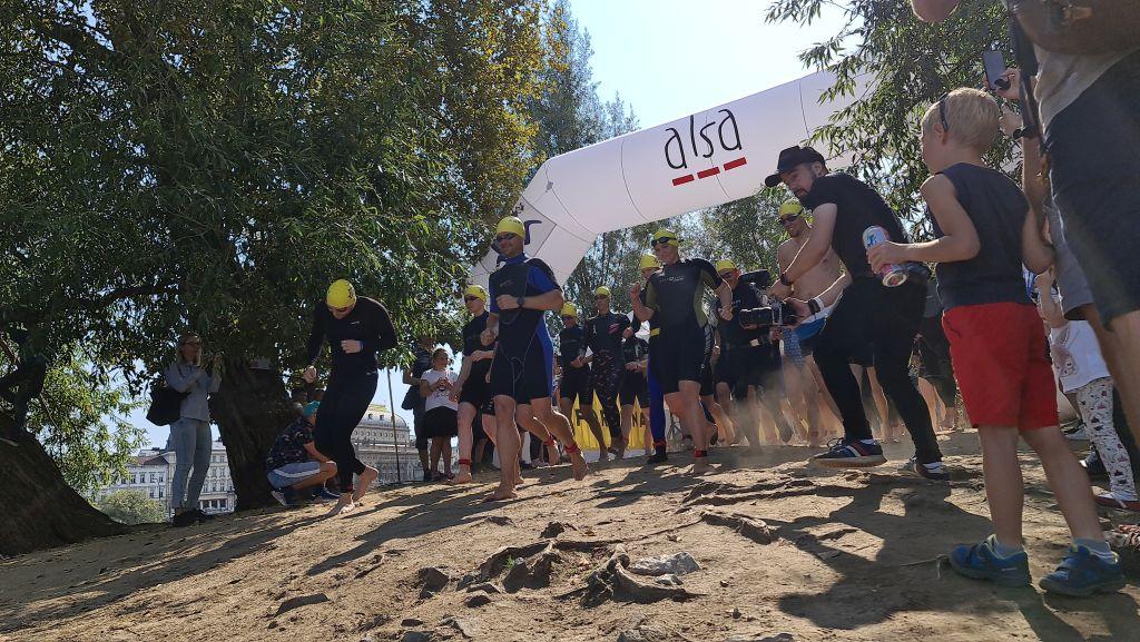 Prague City Swim přilákal navzdory koronaviru více lidí i podpory pro pacienty s ALS než loni